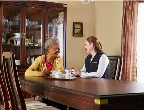 5 mythes courants au sujet des soins professionnels à domicile pour aînés